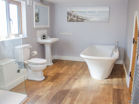 Family Bathroom, The Stables Holiday Cottage, Mid Wales