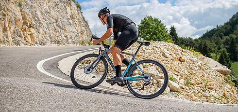 אופניים ZERO SLR רוכב בעלייה