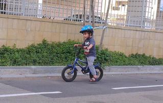שלושה טיפים ללימוד ילדך לרכוב על אופניים