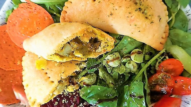 Curried Halloumi, spring onion and pesto pasties - pack of 2