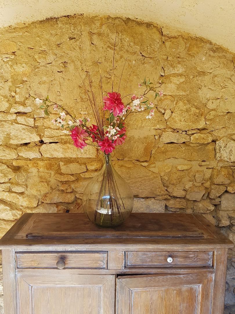 Arche en pierre décorée