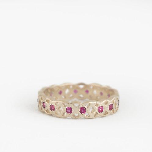 טבעת קלטית משובצת רובי