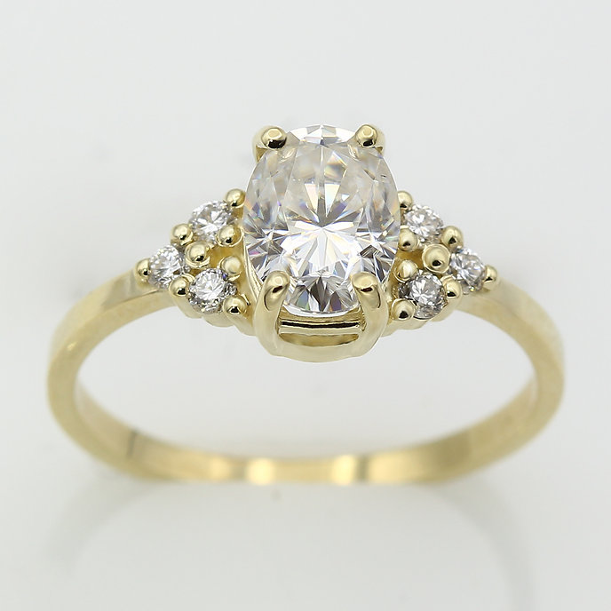 8x6 oval moissanite cluster ring_0006_La
