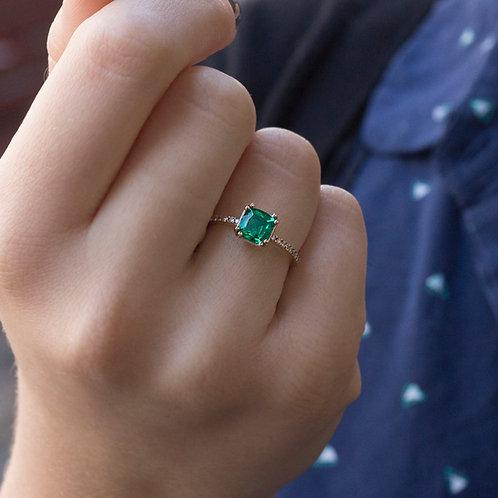 טבעת סוליטייר אמרלד Cushion cut 6X6