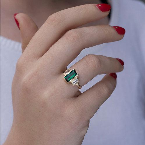 טבעת אמרלד וספיר לבן  וינטאז' בחיתוך בגט