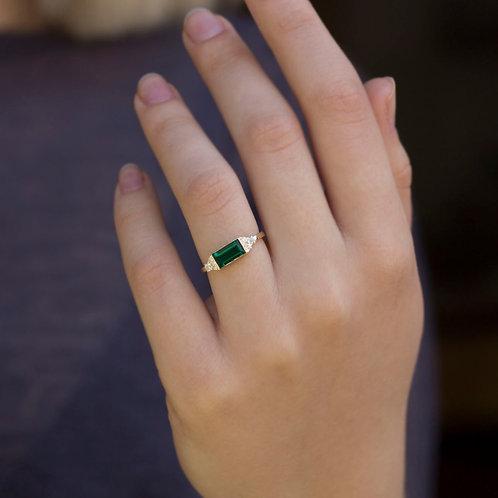 טבעת בגט אמרלד ויהלומים