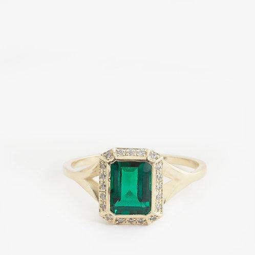טבעת זהב משובצת אמרלד 1.45ct ויהלומים