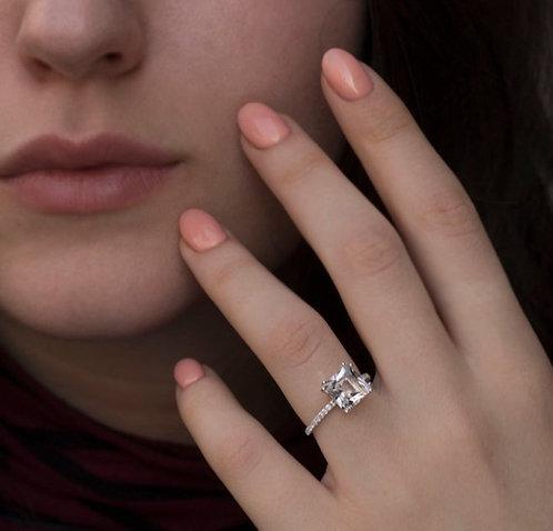 טבעת טופז לבן ויהלומים