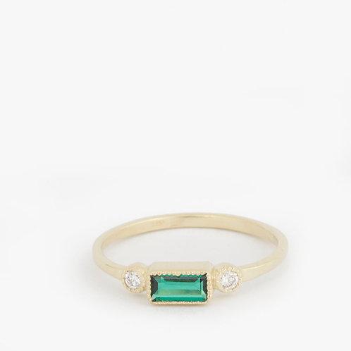 טבעת אמרלד 6X3 ויהלומים