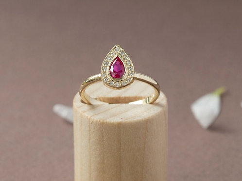 טבעת רובי טיפה ויהלומים