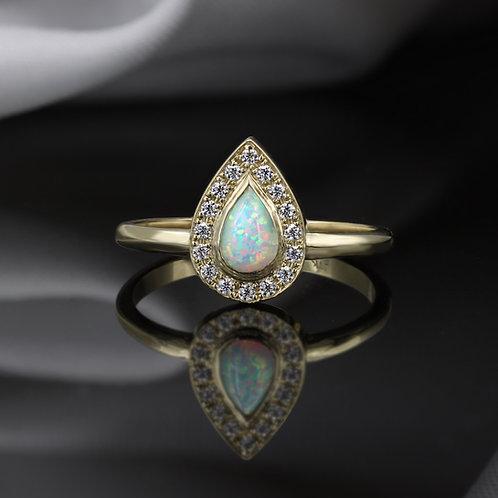 טבעת אופל לבן טיפה ויהלומים