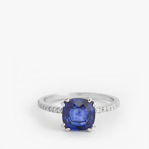 טבעת סוליטייר ספיר משובצת יהלומים