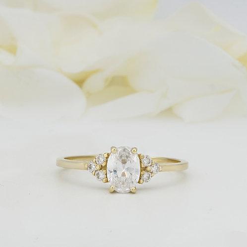 טבעת סוליטייר טופז לבן ויהלומים