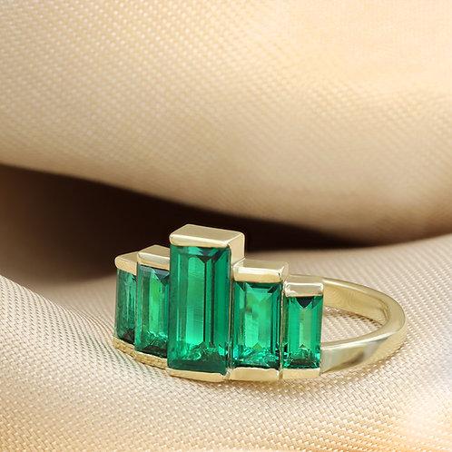 טבעת פירמדה בגטים אמרלד 2.22 ct