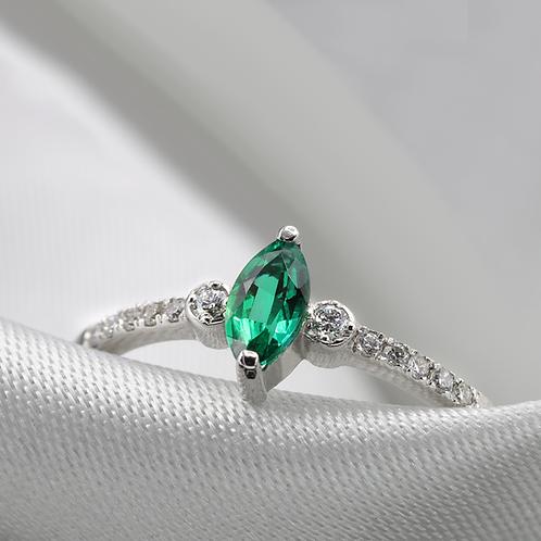 טבעת מרקיזה אמרלד ויהלומים