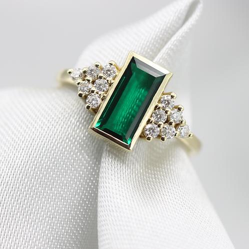 טבעת אמרלד פירמידה יהלומים