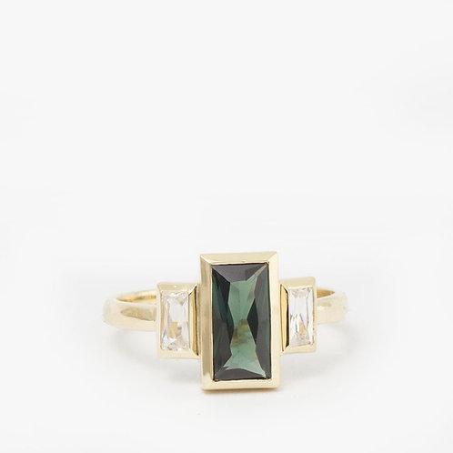 טבעת טורמלין ירוק בגט קלאסית