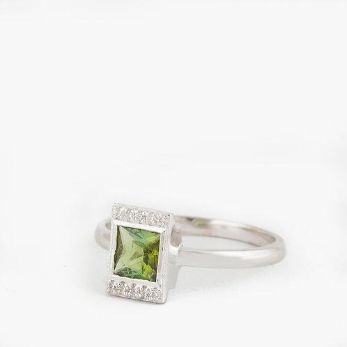 טבעת ספיר ירוק ויהלומים