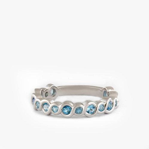 טבעת משתלבת בזהב משובצת בלו טופז