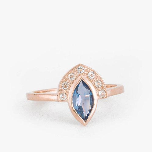 טבעת מניפה בלו-טופז ויהלומים