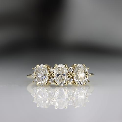 טבעת 3 מוסונייט ויהלומים