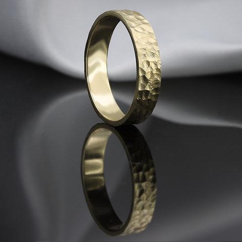 """טבעת נישואין מרוקעת """"סוראפיס"""" מזהב"""