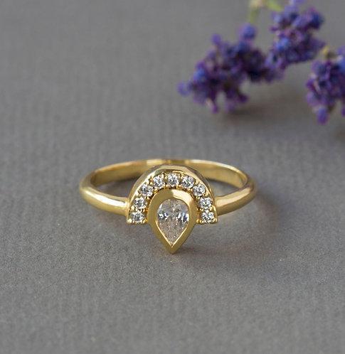 טבעת מניפה ספיר לבן
