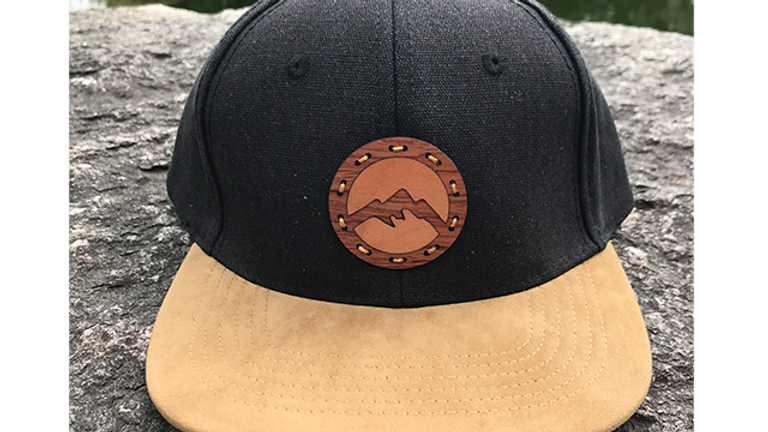 Lui - Holzemblem Berge Snapback Cap Schwarz/Holz - Wolle / Wildleder