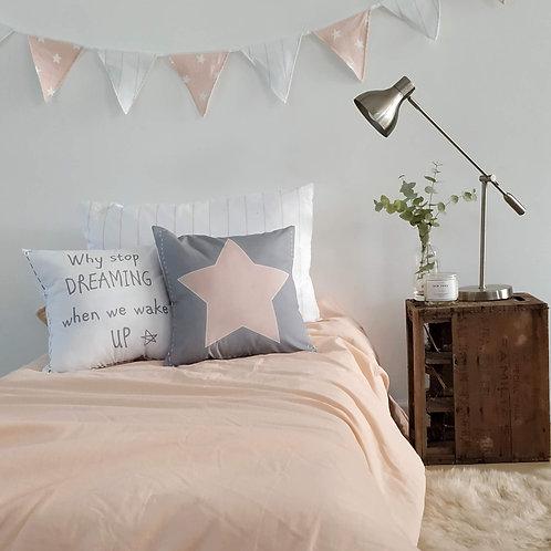 COMBO cama CHICOS acolchado una plaza liso+1 almohadon 50x70+ 2 almohadones 40X4