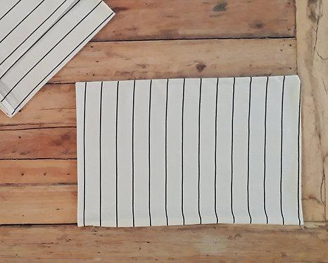 Funda de almohadón tussor natural con rayas negras 50x70