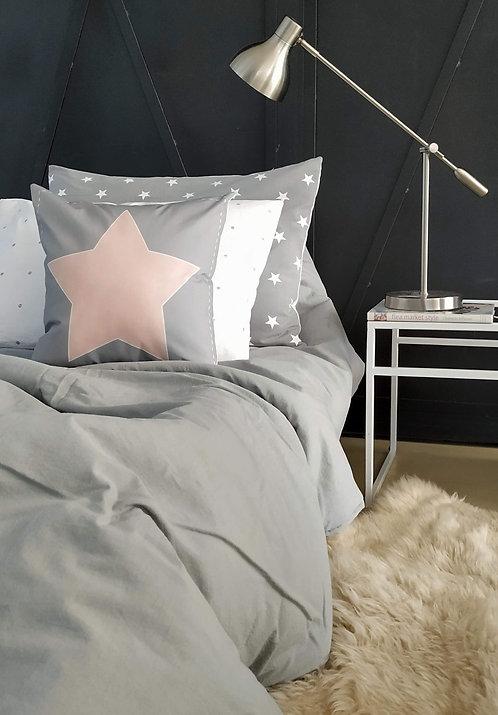 COMBO cama CHICOS liso acolchado plaza y media + 1 almohadon 50x70+ 2 alm. 40X40