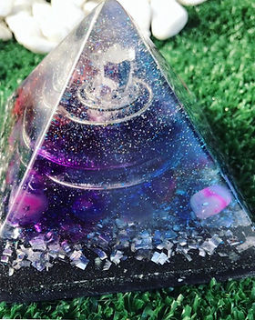 orgonite-piramide-cristal.jpg