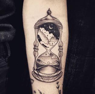 Hourglass Scenery