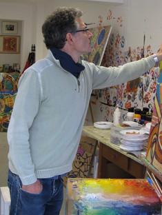 Aymery père de Solène dans son atelier à Gries.