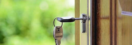 KEY IN LOCK OF DOOR IMAGE
