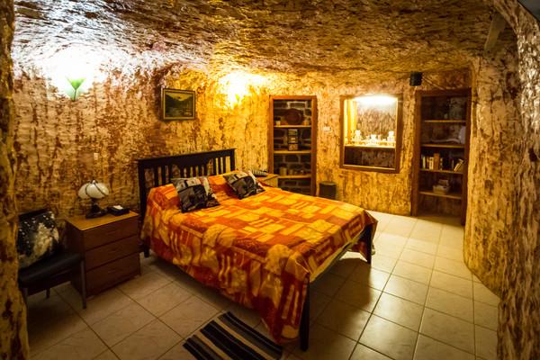 Lookout Cave Underground Motel, Australia