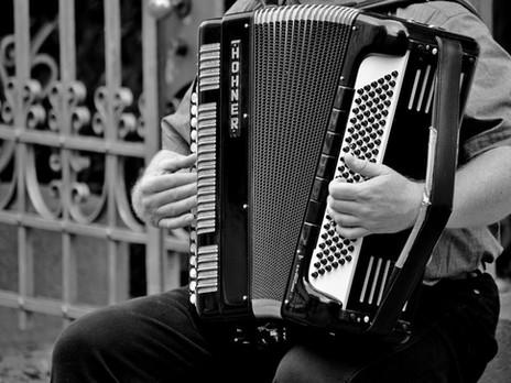 Les tribulations d'un robot musicien par Robert Yessouroun