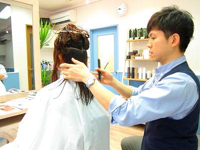 髪質や骨格に合わせたカット技術