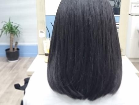 黒髪のストレートヘアー