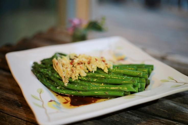 Sizzling Asparagus  响油芦笋