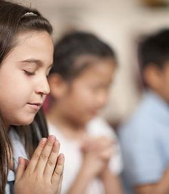 祈る子供たち