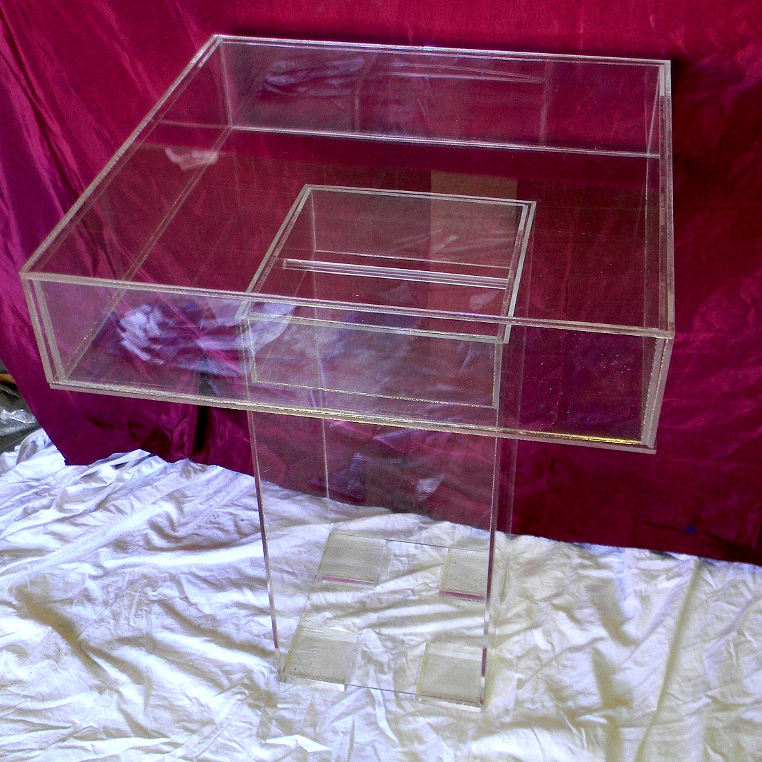 game-table-lucite-diaplay
