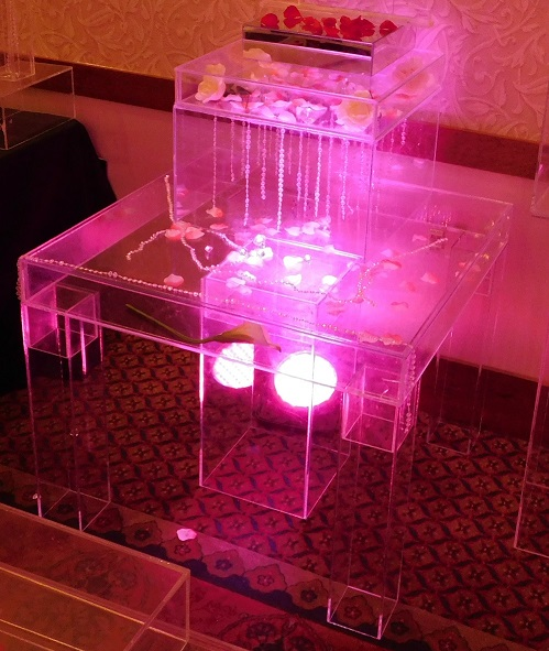 acrylic cake table up-lit pink