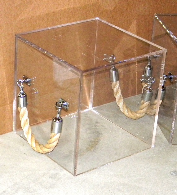 Cube_Acrylic_Lucite-rope handle-Table_natural handle