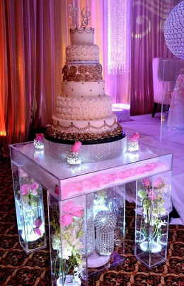 Acrylic deluxe cake table1