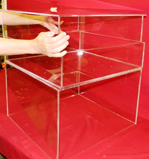 Cake-stand-display-lucite-acrylic-top-removing