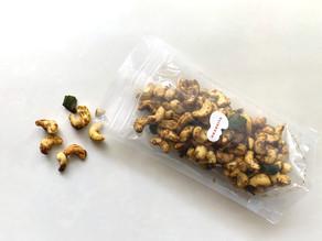 人気のマサラカシューナッツの大袋ができました。