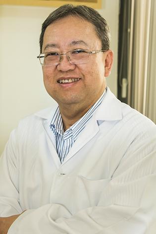 Dr Edson Shigueo Kuwano - Ortopedista e Traumatologista Dra Margery Ballin Hecke - oftalmologista de adultos e crianças  - Ceclin Curitiba