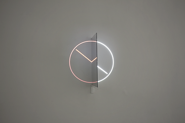 Cinzia Campolese, projection, artwork, light installationFRAME OF REFERENCE, Light sculpture, mirror, optical illusion, video mapping