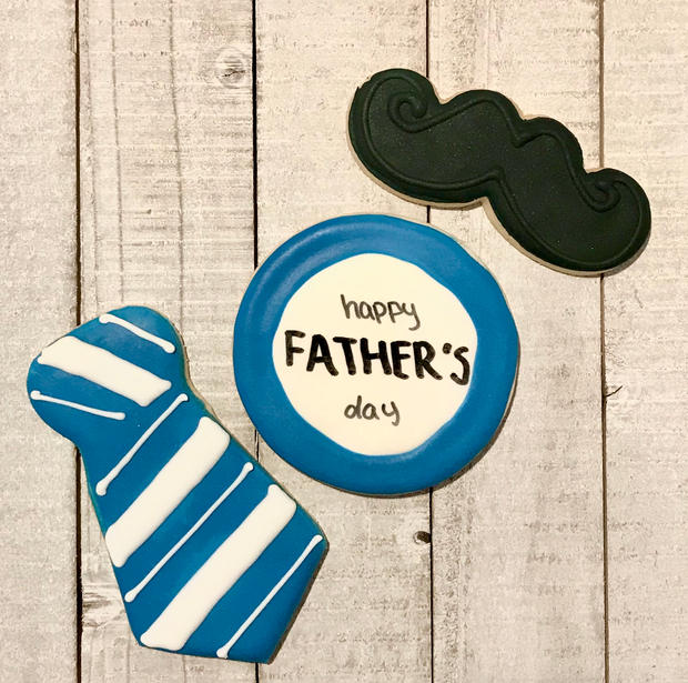 Happy Father's Day Plaque with Mustache and Tie (blue and white)